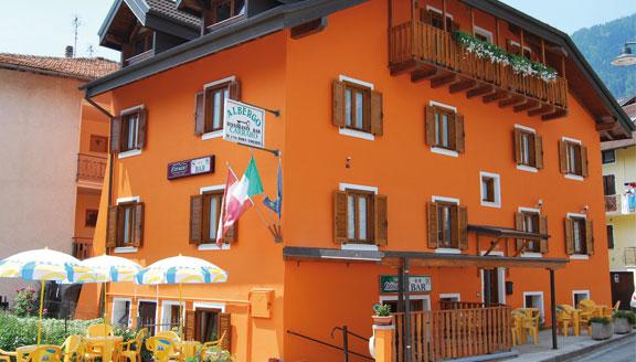 HOTEL  CARRARO     (BIENO)