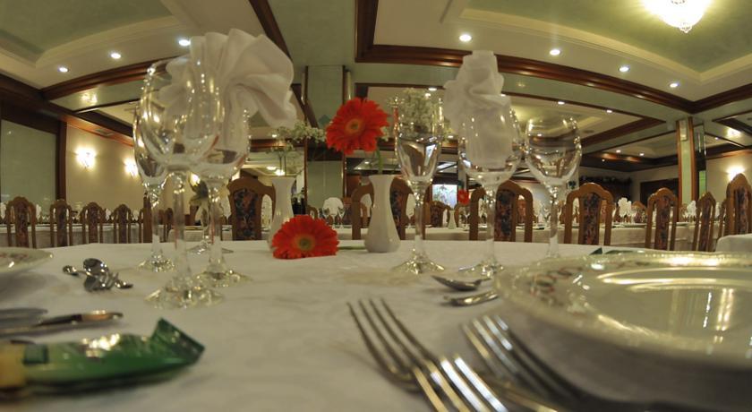 HOTEL  ITALIA        (BASELGA DI PINE')  (TN)