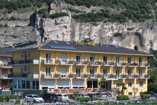 HOTEL  ROMA                             (RIVA DEL GARDA)  (TN)