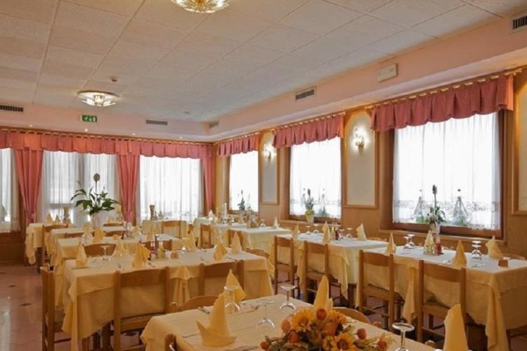 HOTEL  RISTORANTE  TRENTO            (BREGUZZO)  (TN)