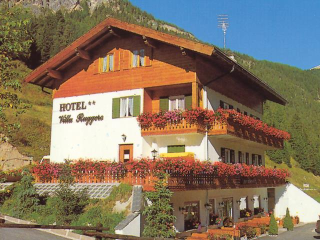 VILLA  RUGGERO  WINE   HOTEL   (CAMPITELLO DI FASSA)  (TN)