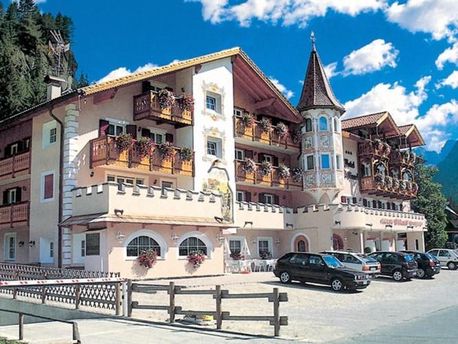 HOTEL EL CIASEL                                                                                                                                  (CANAZEI)  (TN)