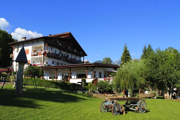 HOTEL  LATEMAR                      (CASTELLO-MOLINA DI FIEMME)  (TN)