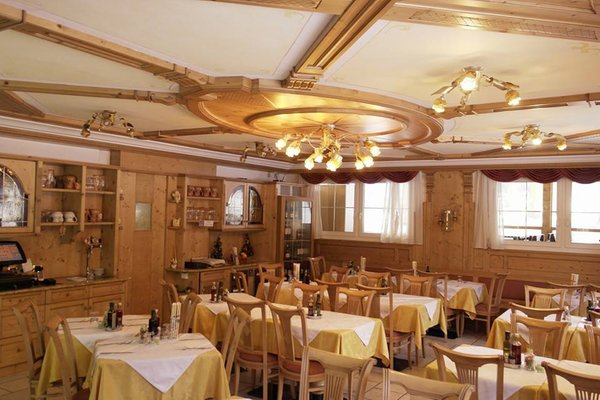 HOTEL PINETA (MOLINA DI FIEMME) (TN)