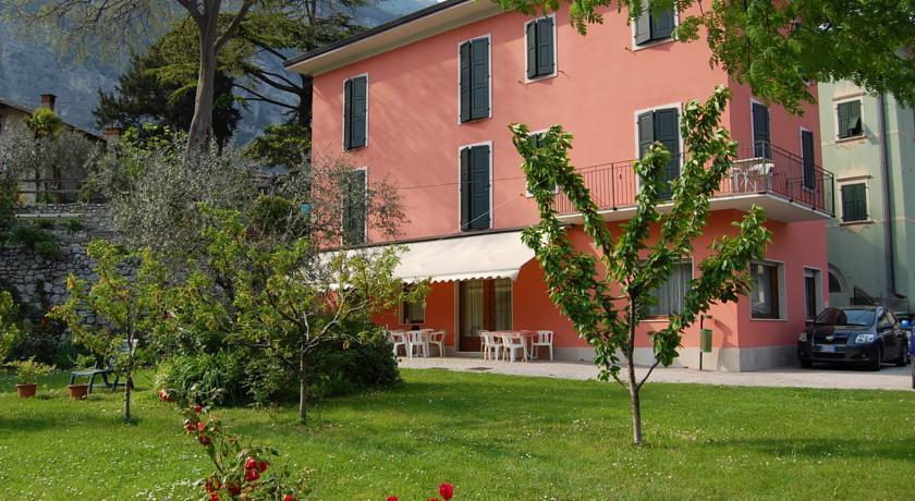 HOTEL GARNI'  DELLE  ROSE                                                                                                          (CENIGA - DRO)  (TN)