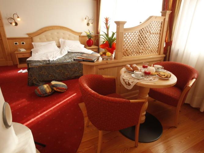 HOTEL  MIRABELLO                                                                                                               (FIERA DI PRIMIERO) (TN)