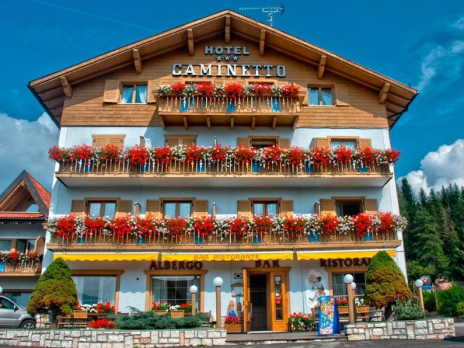 HOTEL  CAMINETTO          (LAVARONE)  (TN)