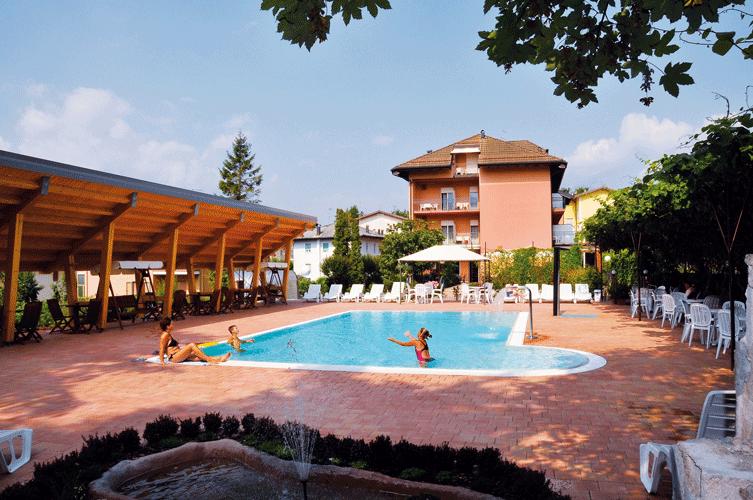HOTEL VILLA  FLORA                      (LEVICO TERME)   (TN)