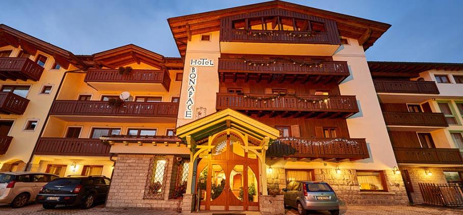 HOTEL  BONAPACE         (MADONNA DI CAMPIGLIO)   (TN)