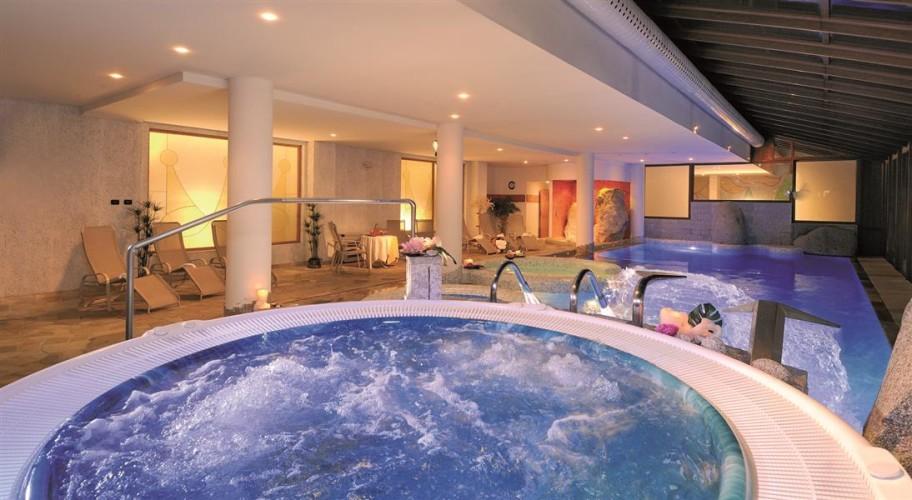 HOTEL CARLO MAGNO                                (MADONNA DI CAMPIGLIO) (TN)