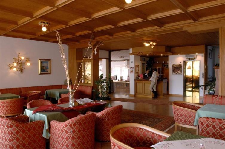 HOTEL   CRISTIANIA                                  (MADONNA DI CAMPIGLIO)   (TN)