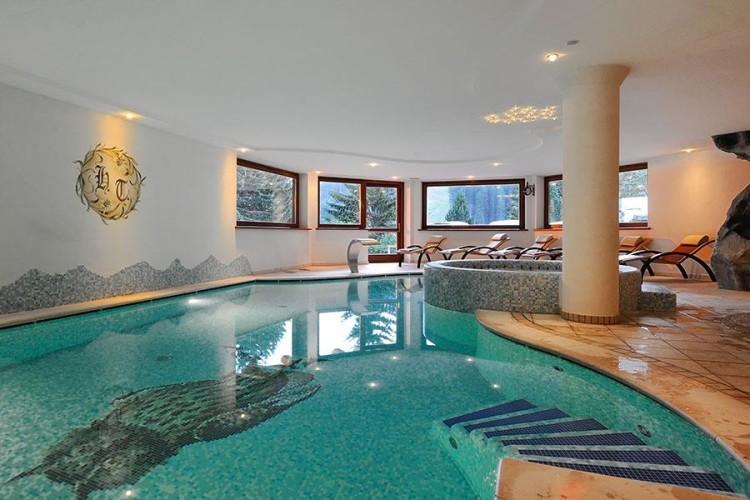 HOTEL TOURING         (MADONNA DI CAMPIGLIO)    (TN)