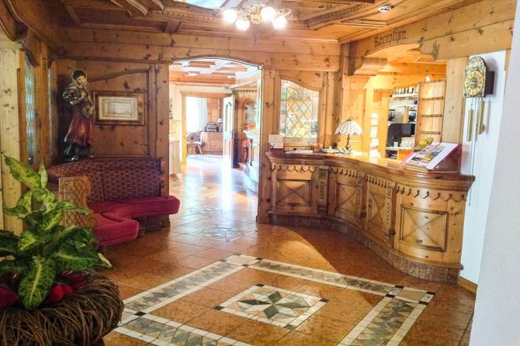 HOTEL  RISTORANTE  FORESTA                 (MOENA)   (TN)