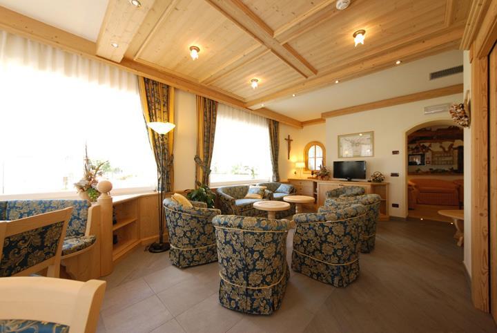 HOTEL   L' IDEALE                         (MOENA)   (TN)