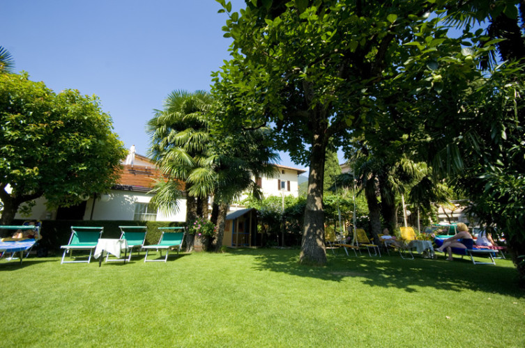 HOTEL  GARNI'  ISCHIA                     (NAGO - TORBOLE)  (TN)