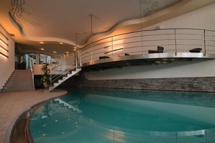 HOTEL  MONZONI            (PASSO S. PELLEGRINO)   (TN)