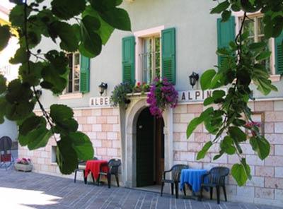 HOTEL  GARNI' ALPINO                      (PIEVE DI LEDRO - LEDRO)  (TN)