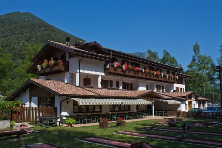 HOTEL GARNI' MINIGOLF                  (PIEVE DI LEDRO-LEDRO) (TN)