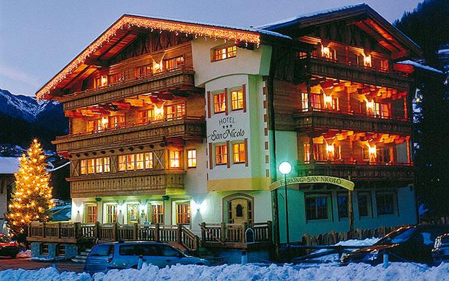 HOTEL GARNI' SAN NICOLO'              (POZZA DI FASSA)  (TN)
