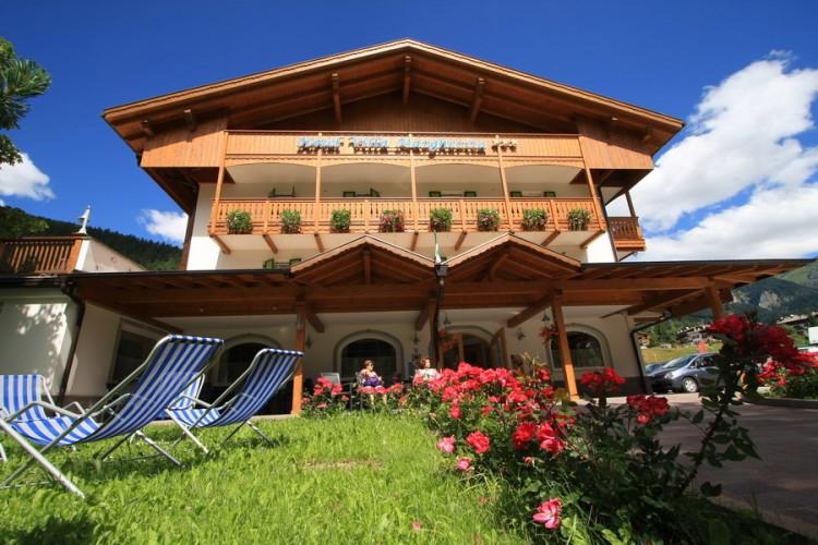 HOTEL VILLA MARGHERITA                     (POZZA DI FASSA)  (TN)