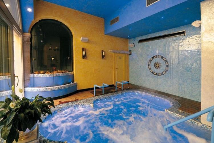 HOTEL  RESIDENCE  BELLAVISTA                  (RIVA DEL GARDA)   (TN)
