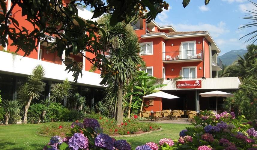 HOTEL  BRIONE                     (RIVA DEL GARDA) (TN)
