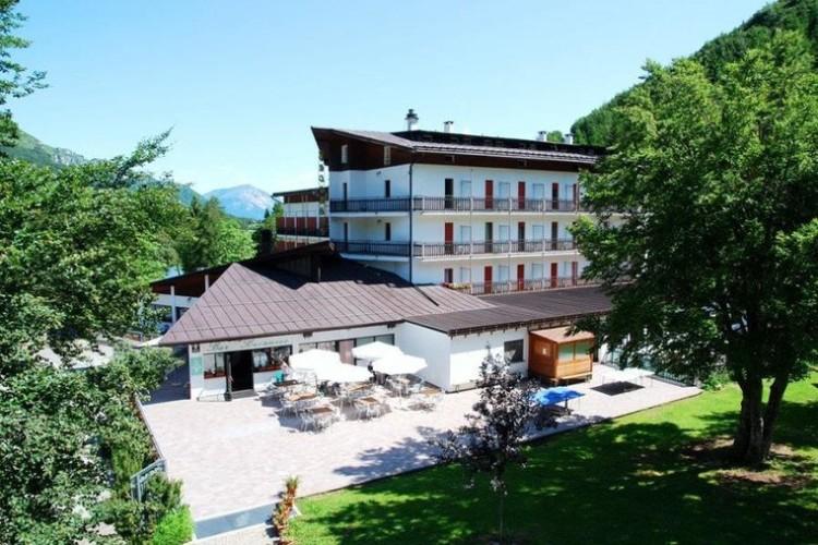 HOTEL  BUCANEVE      (SAN VALENTINO)  (TN)