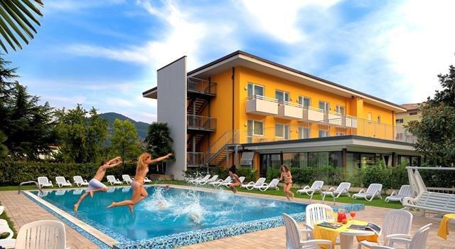HOTEL CAMPAGNOLA           (RIVA DEL GARDA) (TN)