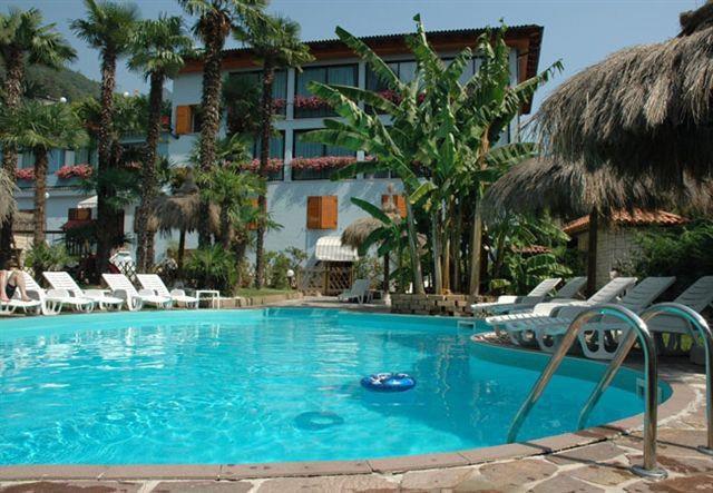 HOTEL CANARINO                       (RIVA DEL GARDA)  (TN)