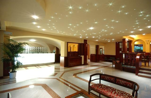 HOTEL VILLA NICOLLI                   (RIVA DEL GARDA) (TN)