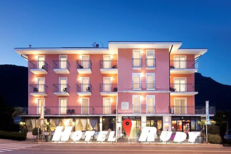 HOTEL  RUDY                   (RIVA DEL GARDA)  (TN)
