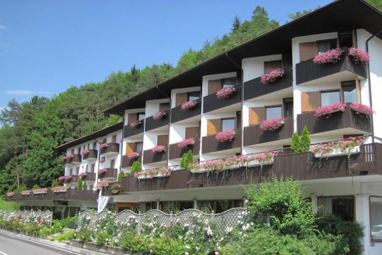 HOTEL  COMANO  CATTONI  HOLIDAY            (COMANO TERME)  (TN)