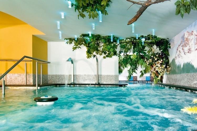 HOTEL  FONTANA          (VIGO DI FASSA)  (TN)