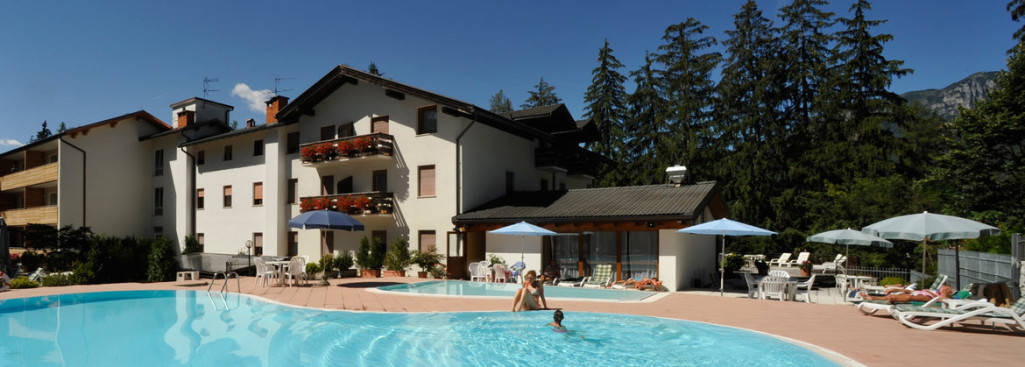 HOTEL  MARGHERITA           (TENNA - ALBERE')  (TN)