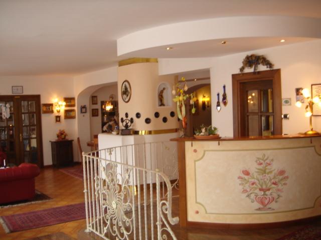 HOTEL TRE PONTI    (TONADICO)  (TN)