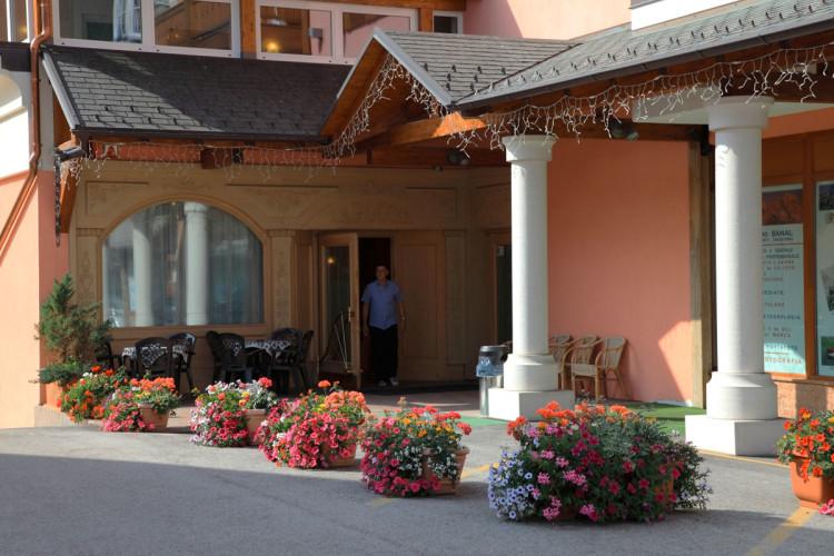 HOTEL  GARNI' LA ROCCIA    (ANDALO)   (TN)