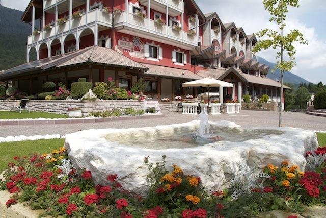 HOTEL  LA  BUSSOLA        (ANDALO)   (TN)