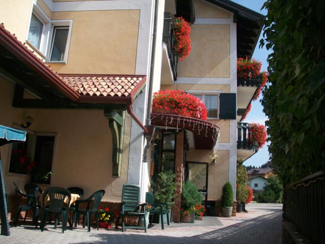 HOTEL  ALLO  ZODIACO       (ANDALO)   (TN)