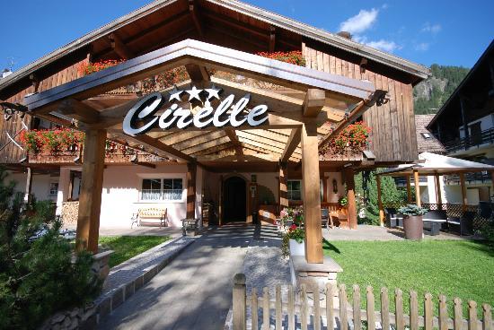 HOTEL  B&B CIRELLE      (ALBA DI CANAZEI)  (TN)