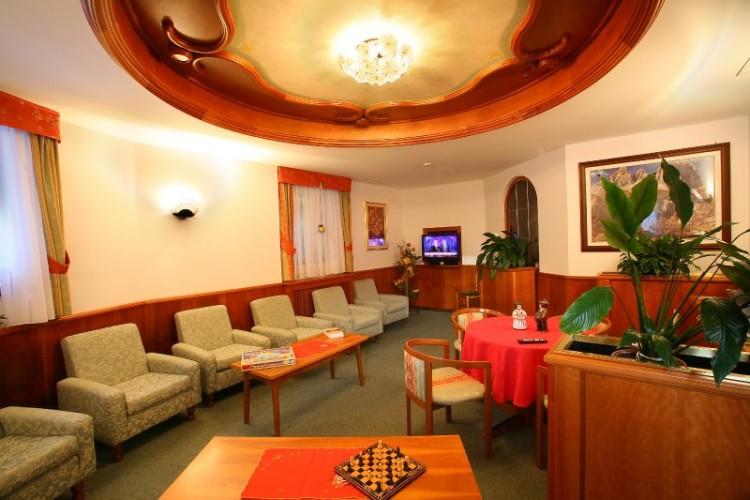 HOTEL  FIORENZA          (CAMPITELLO DI FASSA)  (TN)