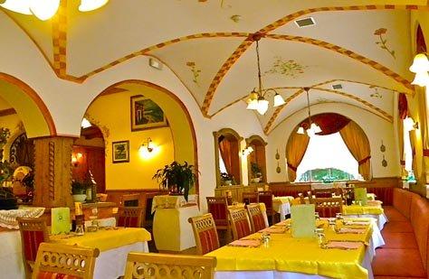 HOTEL  ALPINO  AL CAVALLETTO  (ALBA DI CANAZEI)  (TN)