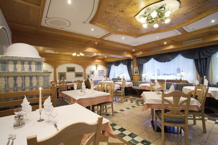 HOTEL  ALPI    (CAMPITELLO DI FASSA)  (TN)