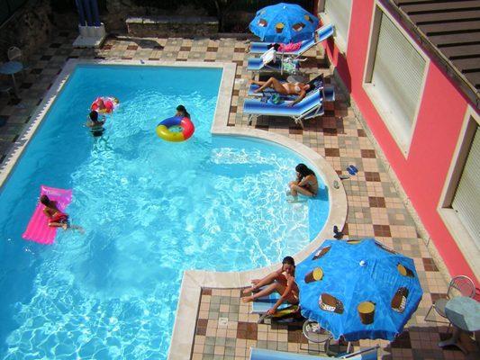 HOTEL  NENI                 (BRENTONICO)  (TN)