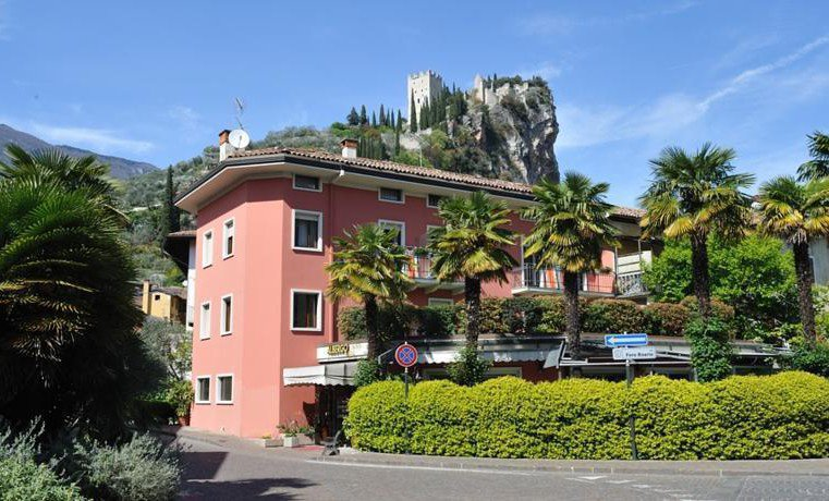HOTEL SOLE HOLIDAY          (ARCO)  (TN)