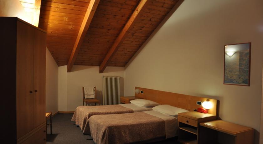 HOTEL  IDEAL                      (SARCHE - CALAVINO) (TN)