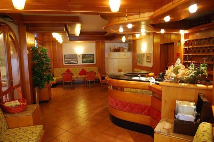 HOTEL  REGINA  ELENA      (CADERZONE)  (TN)