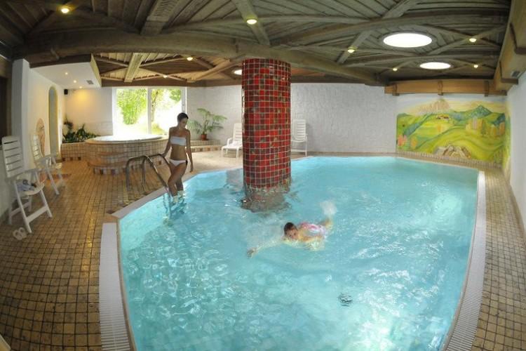 HOTEL  SALVAN          (CAMPITELLO DI FASSA)  (TN)