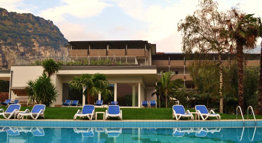 HOTEL VILLA FRANCA                 (RIVA DEL GARDA) (TN)