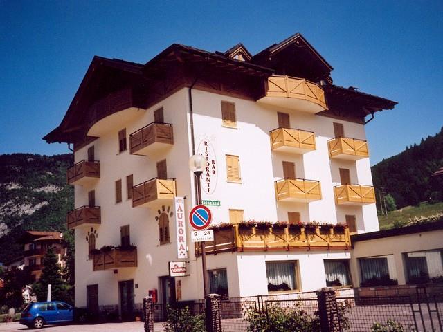 HOTEL RISTORANTE AURORA                         (CAVEDAGO)  (TN)