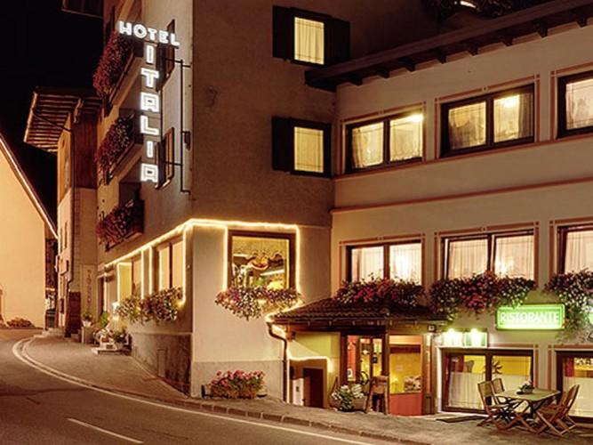 HOTEL  ITALIA                (CANAZEI)  (TN)
